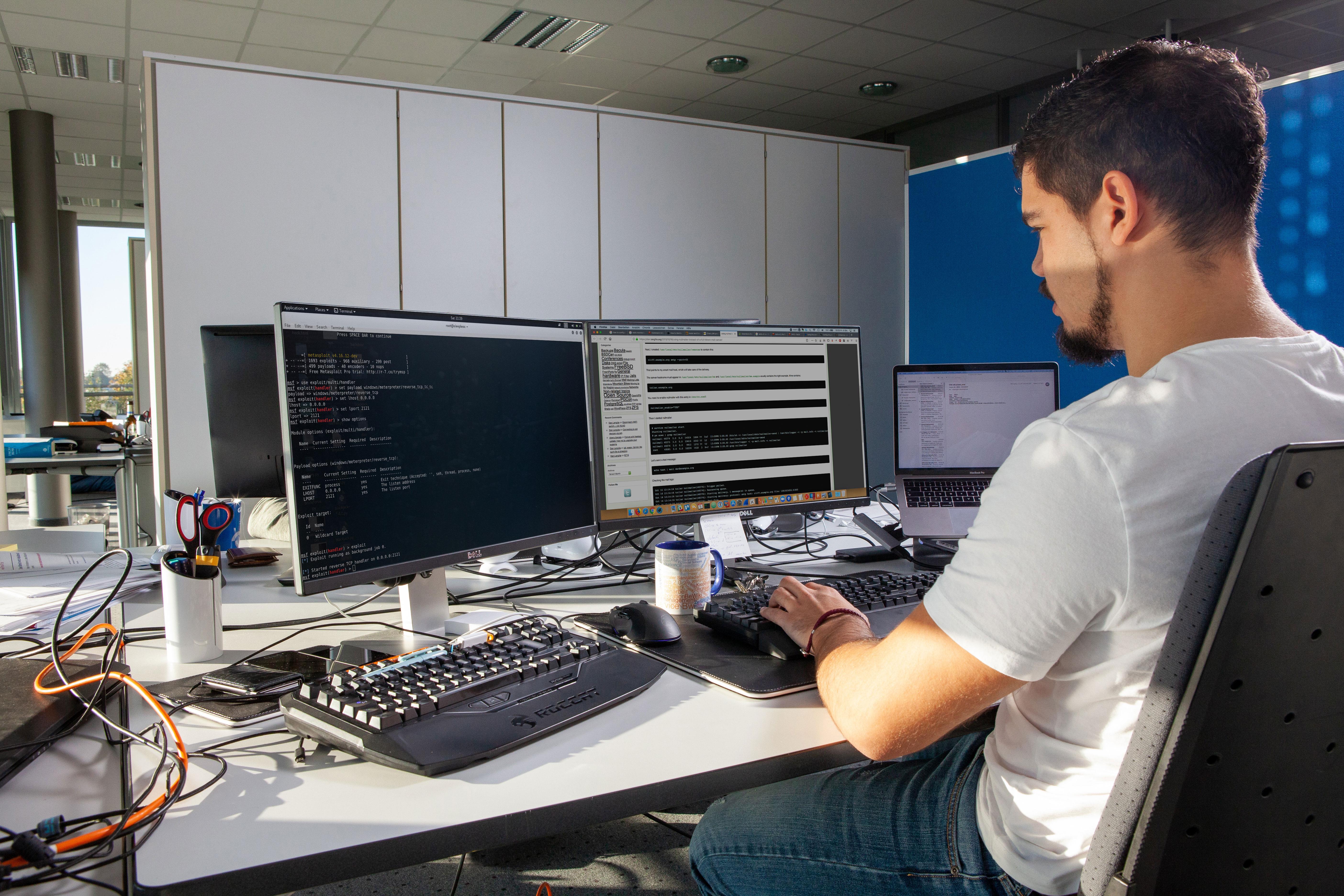 Bild eines Penetration Testers bei der Arbeit